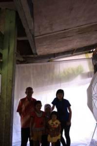 contoh suasana foto keluarga di studio mininya.